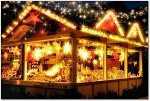 クリスマス市のイルミネーションの輝く店の様子