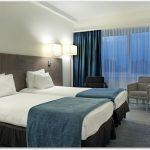 窓際が寒い寝室の対策は?窓の防寒方法と眠れない時の対処法