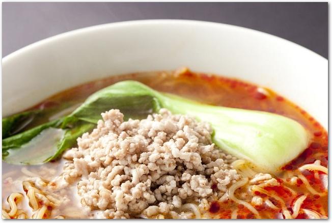 チンゲンサイの入った担々麺のアップ