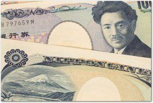 表面と裏面にして置かれた千円札のアップ